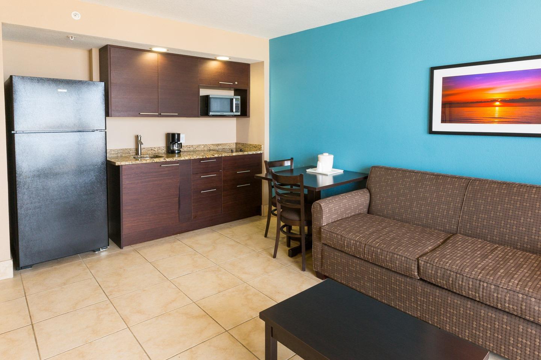 Guest Rooms & Suites : Holiday Inn Resort Daytona Beach Oceanfront